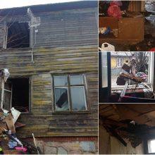 Ugnis įsisuko į aštuonių šeimų namą: be pastogės liko ir neįgalūs vaikai