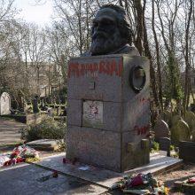 Antrą kartą per mėnesį vandalai nuniokojo K. Marxo antkapį Londone