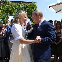 """V. Putinas gina savo """"privačią"""" kelionę į Austrijos diplomatijos vadovės vestuves"""