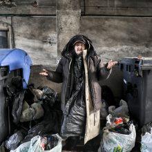 Per speigą lauke nakvojančiai benamei pagalbą įsiūlyti sudėtinga