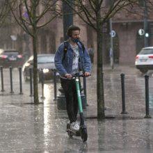 Orai: savaitės pradžia bus lietinga, tačiau šilta
