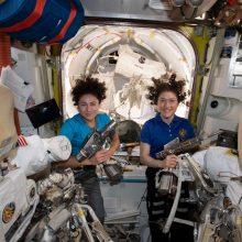 Pirmą kartą istorijoje į atvirą kosmosą išeis dvi astronautės