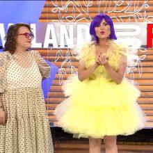TV žvaigždei dviem dydžiais per maža suknelė? Stilistai griebiasi maistinės plėvelės