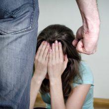 Kretingoje girtas vyras smurtavo prieš namiškę