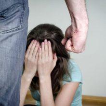 Šilainių daugiabutyje dvi paras smurtauta prieš nepilnametę?