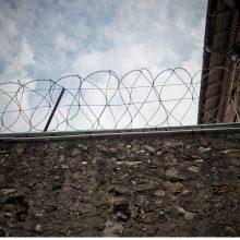 Kalinys pasinaudojo virvinėmis kopėčiomis ir pabėgo iš kalėjimo