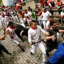 Per populiaraus festivalio bėgimą su buliais šiemet jau subadyti trys žmonės