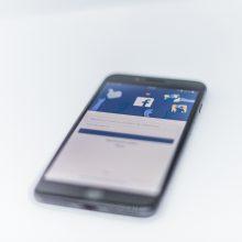 """Tyrimas: """"Facebook"""" sumokėjo vartotojams už leidimą sekti jų veiklą telefone"""