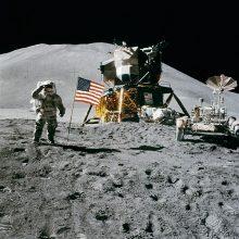 D. Trumpas paragino NASA liautis kalbėti apie grįžimą į Mėnulį