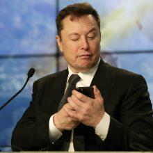 """""""SpaceX"""" paankstino dar 60 savojo interneto ryšio tinklo palydovų paleidimo datą"""