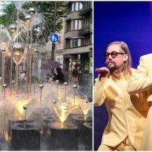 """Kaunas grupei """"The Roop"""" siunčia palaikymo žinutę: Laisvės alėjos fontane – šviesų šokis"""