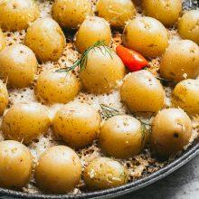Griliaus ekspertas V. Blauzdavičius siūlo pasigaminti gardžias apkeptas bulvytes