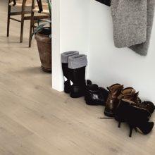 Vinilinės grindys: nuo slenksčio iki vaikų kambario