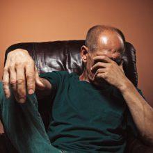 Per karantiną daugėja emocinės pagalbos ieškančių senjorų, medikai kreipiasi vangiai