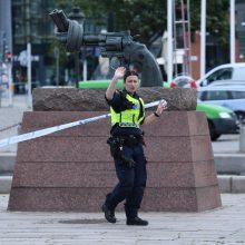 Švedijos policija praneša pašovusi žmonėms traukinių stotyje grasinusį vyrą