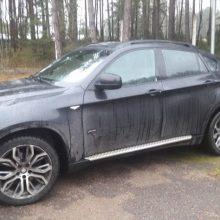 """Kaune siautėja vagišiai: iš kiemo pavogtas automobilis """"BMW X6"""""""