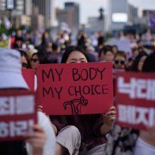 Priėmė griežčiausią abortų draudimą JAV: gresia kalėjimas iki gyvos galvos