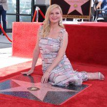 Aktorė K. Dunst gavo žvaigždę Holivudo Šlovės alėjoje