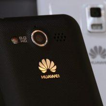 """Lietuvos įmonės stebi situaciją dėl """"Huawei"""": koks bus telefonų likimas?"""