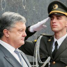 P. Porošenka sulaukė kritikos dėl neteisėtų kariuomenės pirkimų sandorių