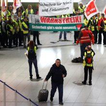 Vokietijos oro uostuose atšaukiama šimtai skrydžių