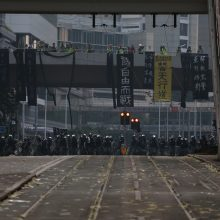 Situacija kaista: Honkongo policija pirmą kartą panaudojo šaunamuosius ginklus