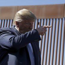 D. Trumpas siūlė šaudyti į migrantus JAV ir Meksikos pasienyje
