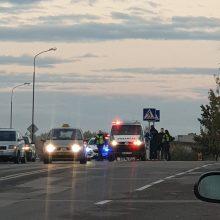 """Skaudi nelaimė Šiauliuose: """"Audi"""" automobilis pėsčiųjų perėjoje partrenkė berniuką"""