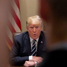 """D. Trumpas skundžiasi tapęs """"perversmo"""" auka"""