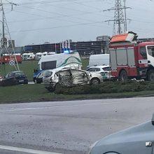 Prie Jakų žiedo – vilkiko ir automobilio avarija: vienas vyras išvežtas į ligoninę