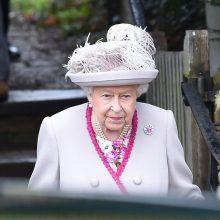 Karalienė ragina susiskaldžiusią britų visuomenę surasti bendrą pagrindą