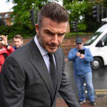 Už naudojimąsi telefonu vairuojant D. Beckhamui atimta teisė vairuoti