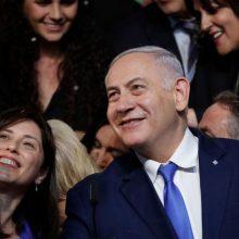 B. Netanyahu po rinkimų pergalės siekia suformuoti dešiniojo sparno vyriausybę
