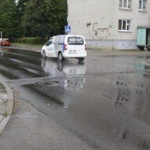 Incidentas Debreceno gatvėje: girtas vairuotojas automobiliu trenkėsi į kitą mašiną