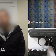 Narkotikų ir netikrų pinigų platinimu įtariamas klaipėdietis bandė slėptis Švedijoje
