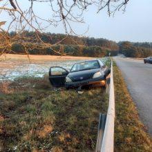 Praėjusi para keliuose: per eismo įvykius sužeisti penki žmonės
