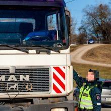 Kalvarijoje girtas sunkvežimio vairuotojas pareigūnus bandė papirkti 700 zlotų