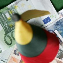 Ekonomistas: lietuvių darbo užmokestis augs sparčiau nei Latvijoje