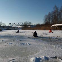 Klaipėdos pareigūnai tikrino, ar saugiai žvejojama ant užšalusių vandens telkinių