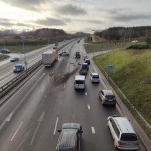 Vilkiko ir traktoriaus avarija paralyžavo eismą Vilniuje