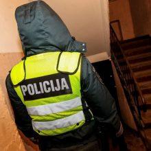 Plėšimas Vilniuje: trys kaukėti asmenys įsiveržė į butą ir pavogė tūkstantinę sumą