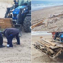 Klaipėdos paplūdimių prižiūrėtojai likvidavo audros padarinius