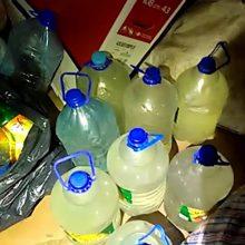 """Šalčininkų pareigūnų """"laimikis"""": moters namuose aptiko 40 litrų naminės degtinės"""