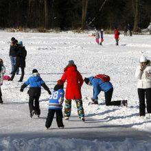 Metas pramogoms ant ledo: klaipėdiečiai džiaugėsi čiuožimo malonumais