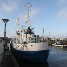 Laivas skenduolis vis dar plūduriuoja Dangės upėje