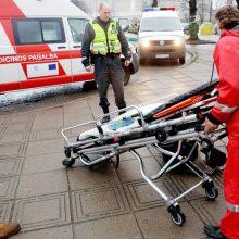 Nelaimės šalies keliuose tęsiasi: praėjusią parą sužeisti devyni žmonės