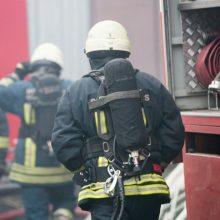 Ugniagesius ant kojų sukėlė gaisras viename Vilniaus daugiabutyje
