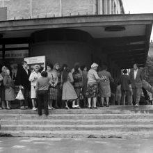 Deficitas: sovietmečiu net bilietų į kiną tekdavo laukti ilgose eilėse.