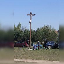Balsių bendruomenę sukiršino kryžius