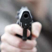 Kaune prie kavinės aidėjo šūviai: girtas vyras mosikavo ginklu